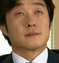 김상중_눈물_글썽.jpg