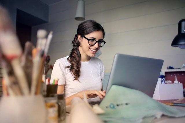 photo-of-woman-using-her-laptop-935756.jpg