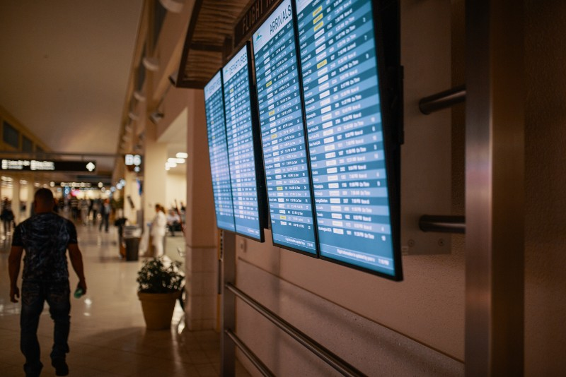 airline-flight-schedules-on-flat-screen-televisions-1716825.jpg