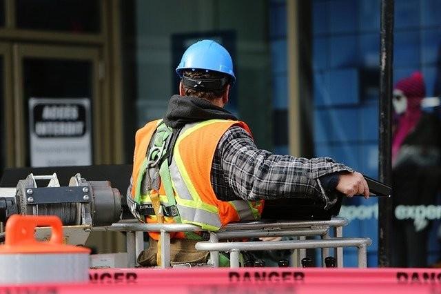 construction-worker-569126_640.jpg