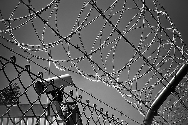 barbed-wire-1670222_640.jpg